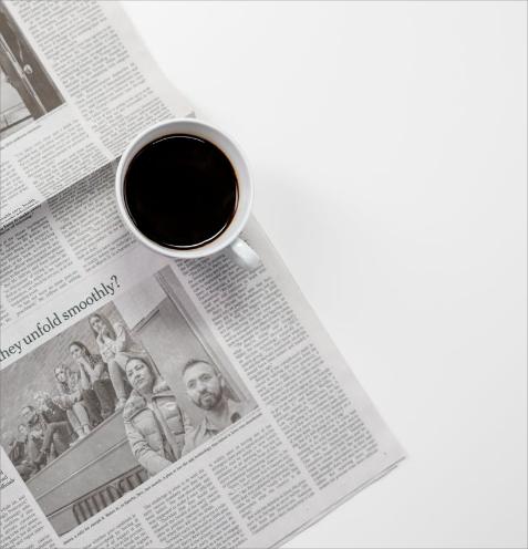 Kahvikuppi ja sanomalehti